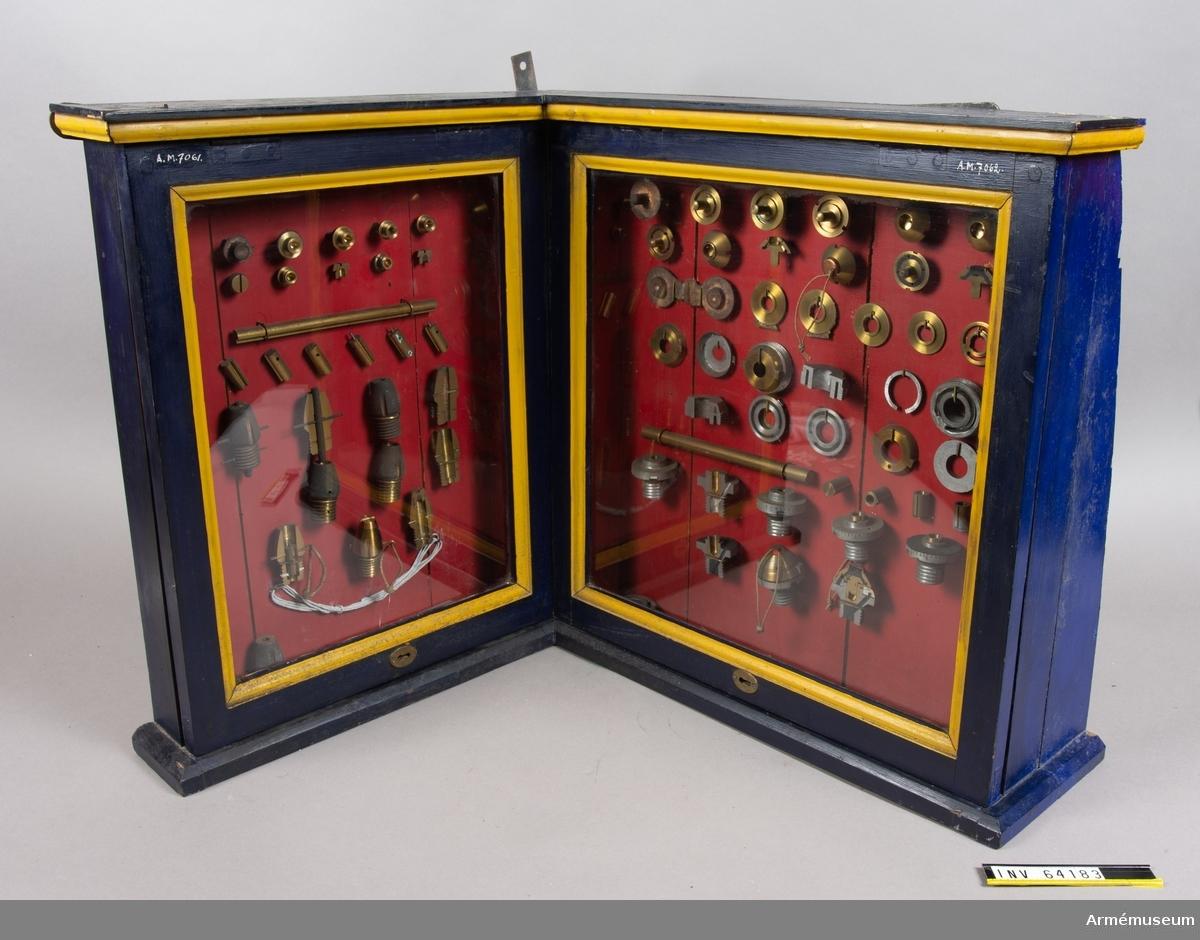 Grupp F II.  Till granatkartesch till framladdningskanon m/1863. Framställd i olika stadier av tillverkningen. I monter.  43 delar