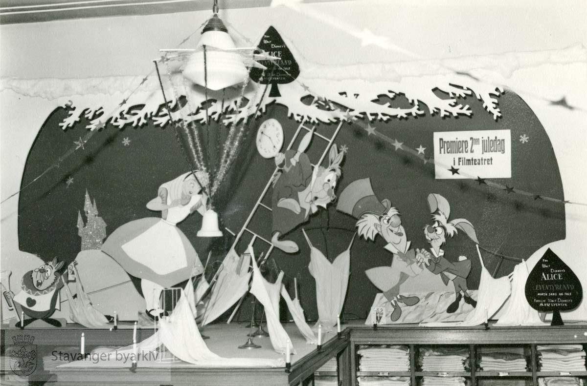 Utstilling i anledning premiere på Disneys Alice in Wonderland, andre juledag 1952 (senere hvis relansering)
