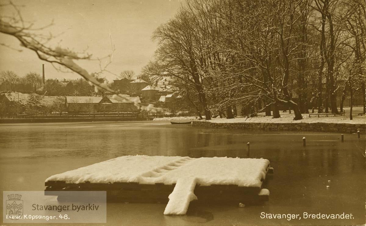Byparken..Snømotiv fra Breiavannet.Frøkenstiftelsen eller Jomfrustiftelsen i bakgrunnen