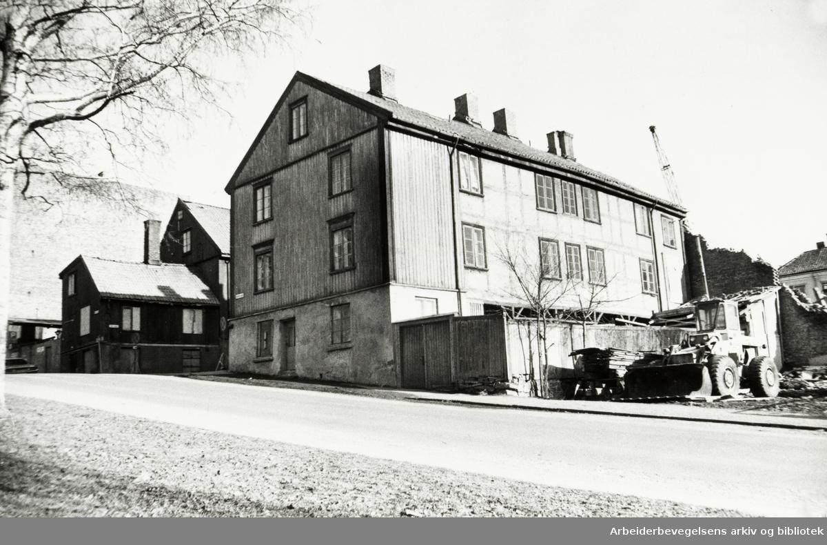 Grünerløkka. Hjørnet av Nordre gate og Øvre gate. April 1980