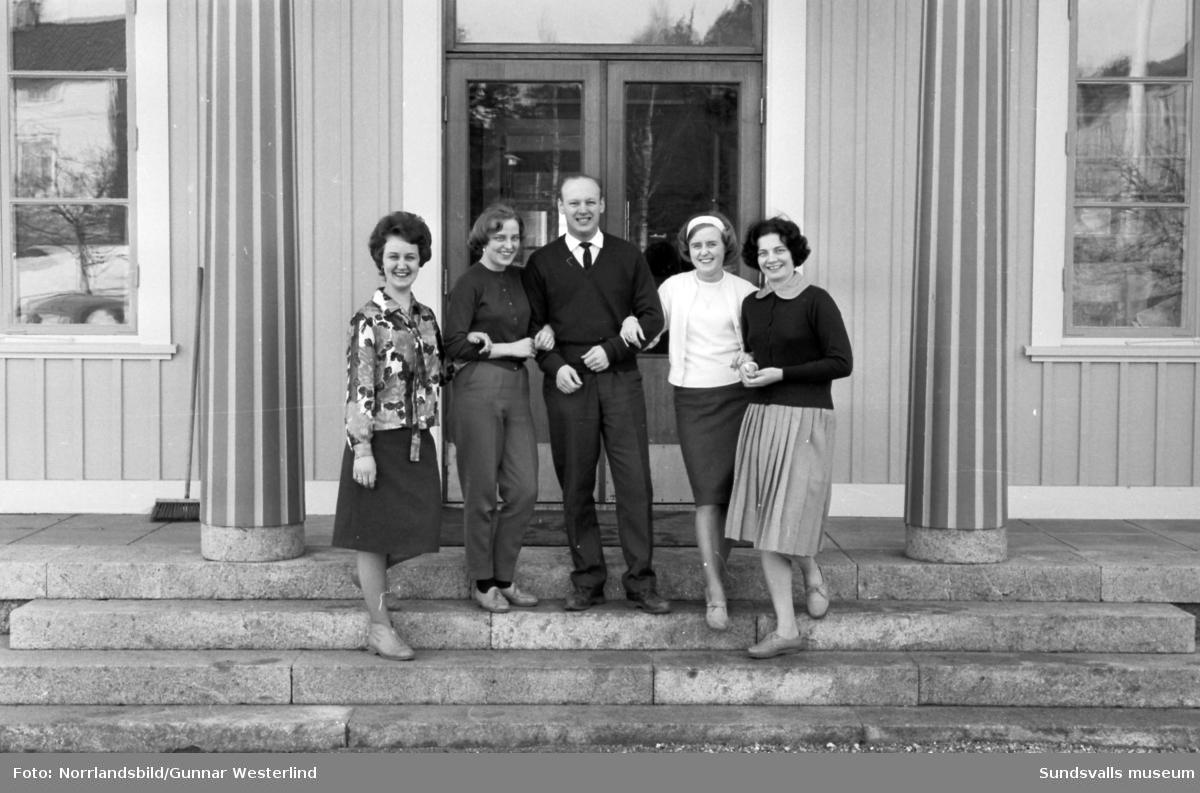 Nutidsorienteringens fem pristagare på Ålsta folkhögskola.