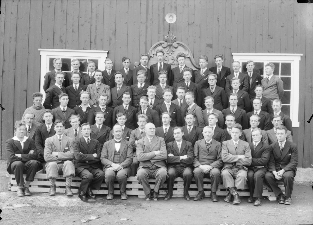 Elever og lærere ved Hjerleids Husflidsskule