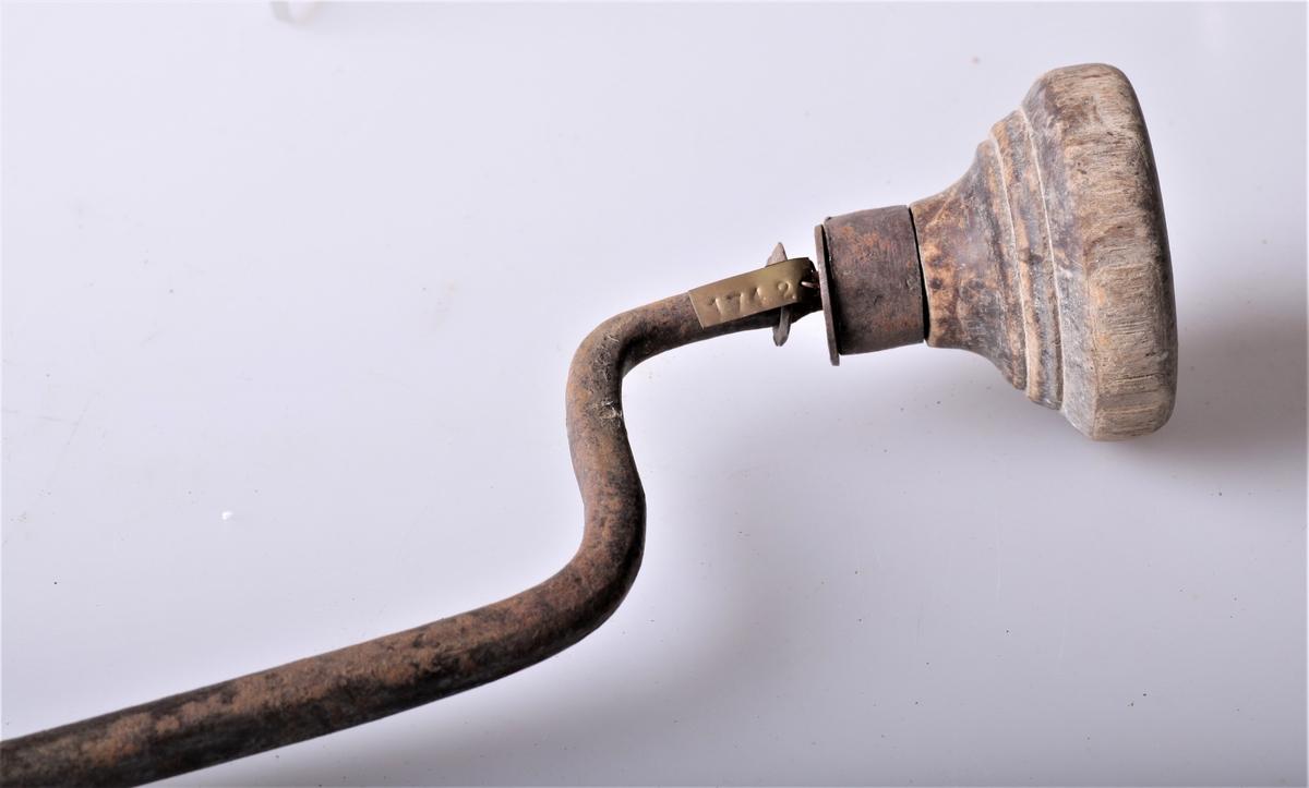 Granngjort borvind av jern med snelle av tre