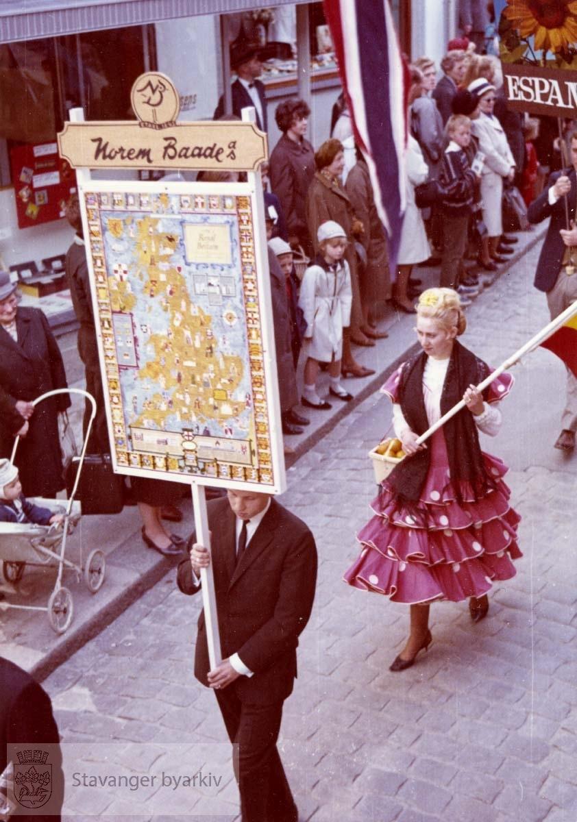 """Fra kulturarrangementet """"Gateway to Britain"""" Se formannskapsarkivet. serie Ea, pakkesak nr 46. Norem Baades fane/ plakat. Utskilt fra PA293."""