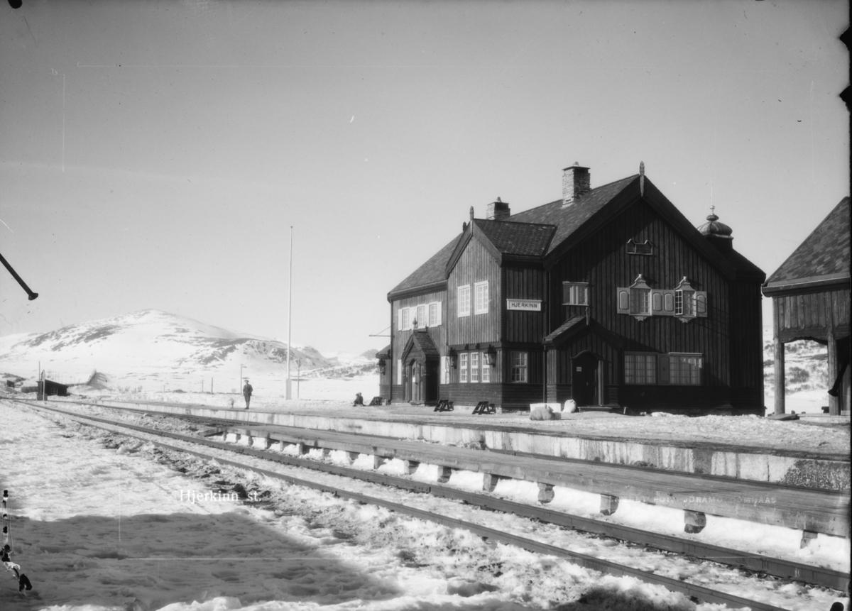 Dovrefjell, Hjerkinn stasjon, vinter. Påskrift: Hjerkinn st.