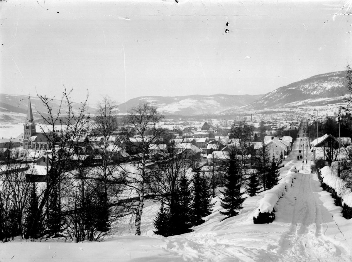 Lillehammer med Storgata sett fra Utsiktsbakken, vinterbilde