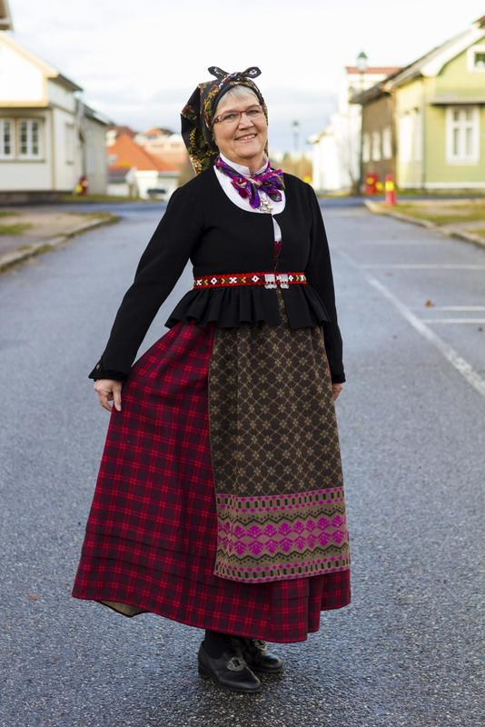 Tone Eidsvold har ansvar for bunadsparaden under Smaalensmarken. Foto: Wenche Marie Jacobsen