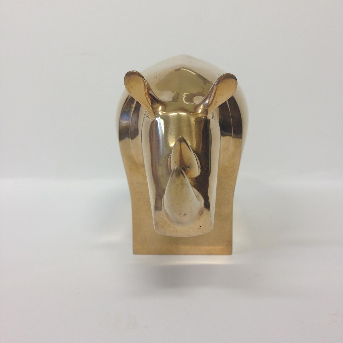 Produktionsexemplar. Skulpturen gjuten i brons, polerad.