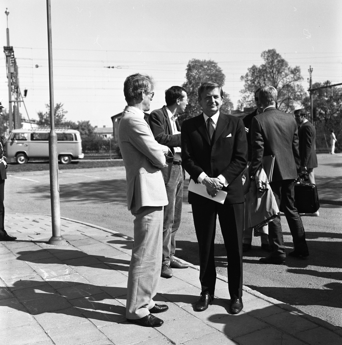 Riksdagsjubileet 1985. Statsminister Olof Palme och vice statsminister Ingvar Carlsson, har anlänt till Arboga för att delta i firandet av Sveriges första riksdag, 550 år.
