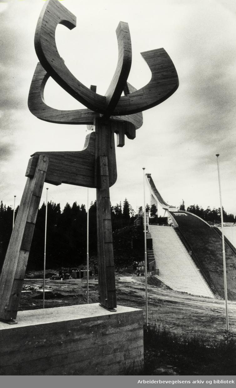 """Holmenkollbakken og """"elgen"""" til Nils Aas. 18. juli 1981"""