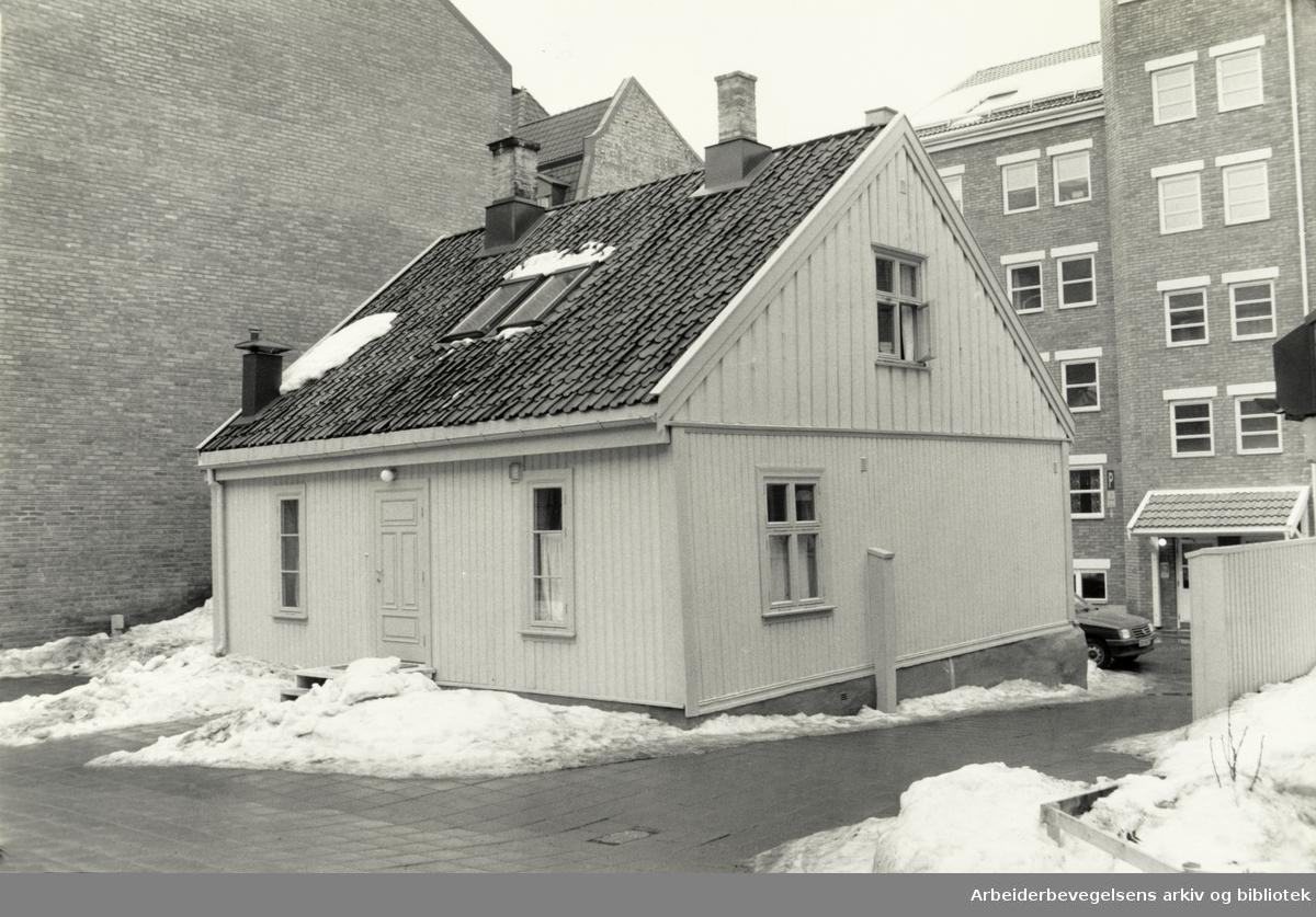 Korsgata 16. Grendehus på NY York, er rehabilitert av OBOS. April 1987