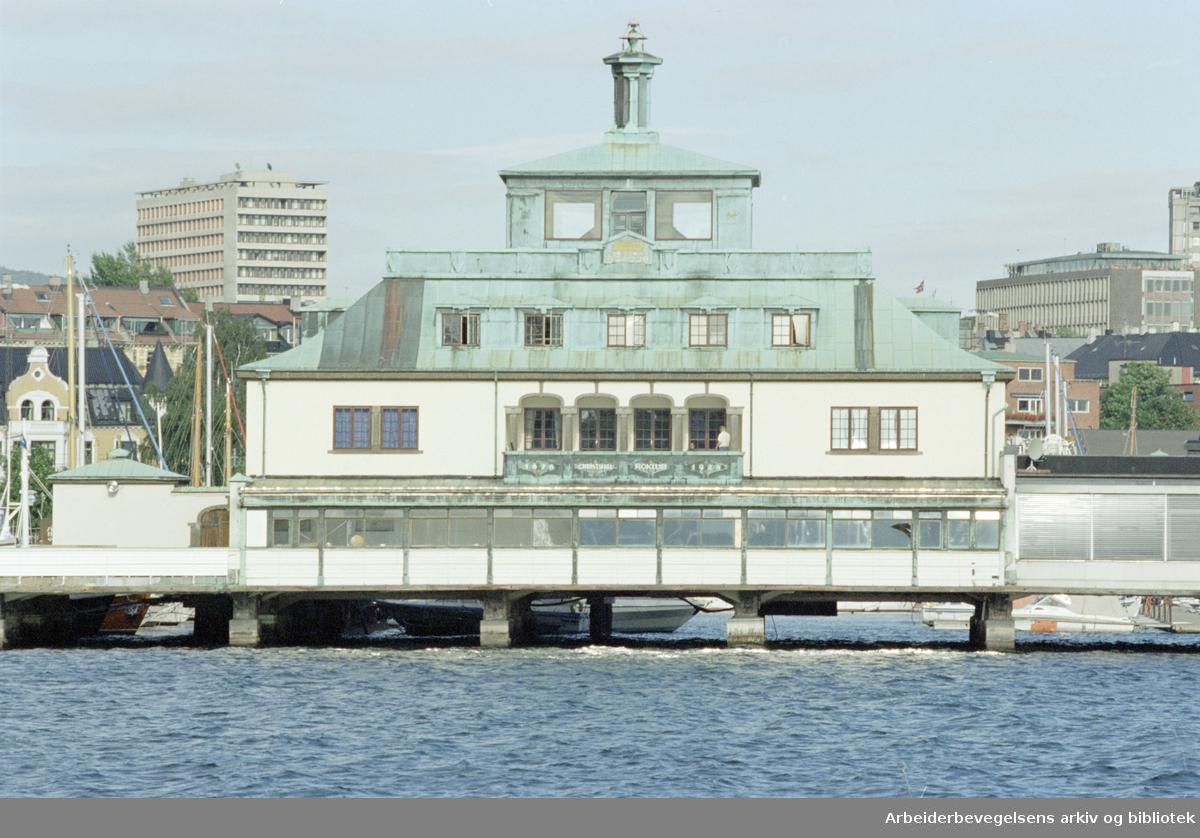 Oslo: Kongen, Frognerkilen. 2. september 1996
