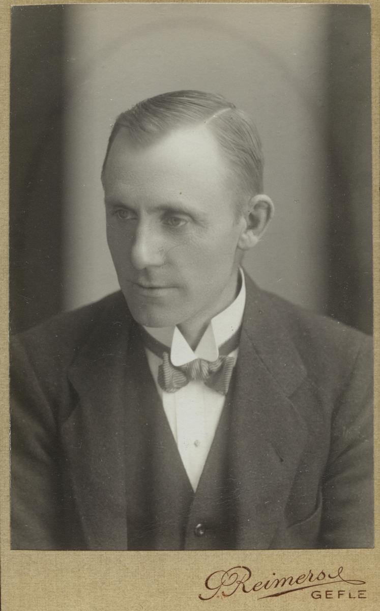 Målarmästare Ragnar Östlund.