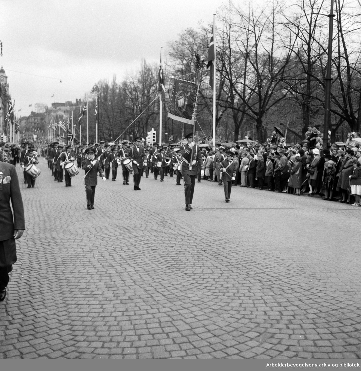 Barnetoget. Kampen Skoles Guttemusikkorps. 17. mai 1957.
