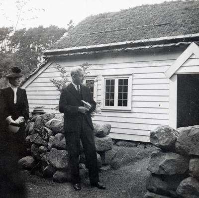 Sem Sæland holdt tale under åpningen på Bygdøy hvor han fortalte om barndomsminnene han hadde fra huset.