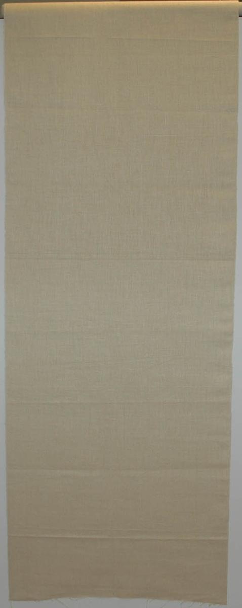 Väv av 1/2 blekt lintowgarn, tuskaft, ofållad.  Varp: 12 tr/cm Inslag: 11 tr/cm