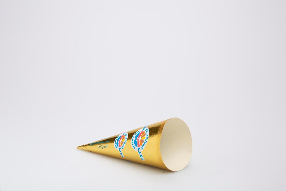 Kjegleformet iskrempapir (kremmerhus). Kremmerhuset er med farger på utsiden, og uten farge (hvit) på innsiden. Kremmerhuset har gull bakgrunnsfarge med logo repetert 4 ganger på papiret. Det er tekster i både vanlig og annet skriftsspråk.
