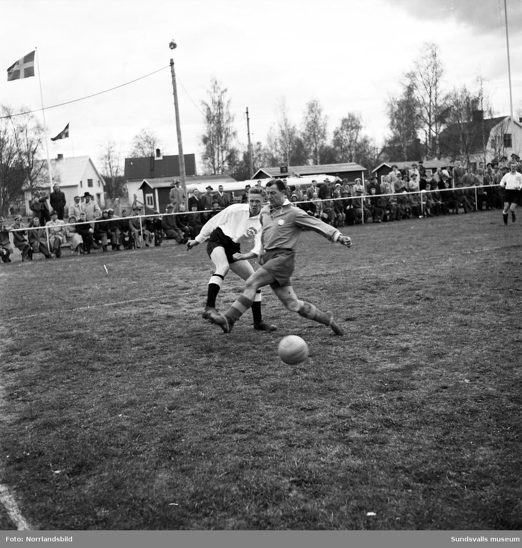 Fotbollsmatch Fagervik-SAIK, på fotbollsplanen i Bergeforsen.