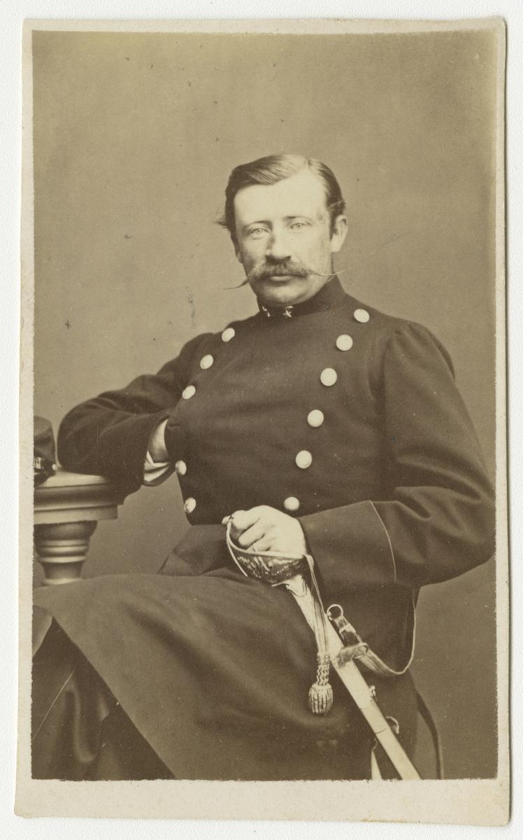 Porträtt av Elof von Boisman, löjtnant vid Andra livgrenadjärregementet I 5.  Se även bild AMA.0001872, AMA.0001960 och AMA.0009528.