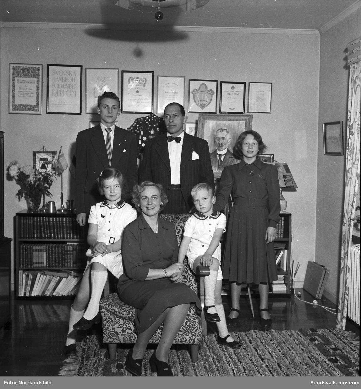 Bertil Ericsson, handbollsspelare, med sin familj, hustru och fyra barn.