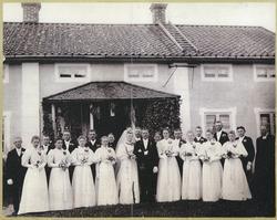 Norrby socken, Sala, Sörby. Bröllopsfoto av brudparet Augus