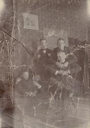 """Text i fotoalbum: """"Min gamla skolpojkslya hos Härdelins. 189"""