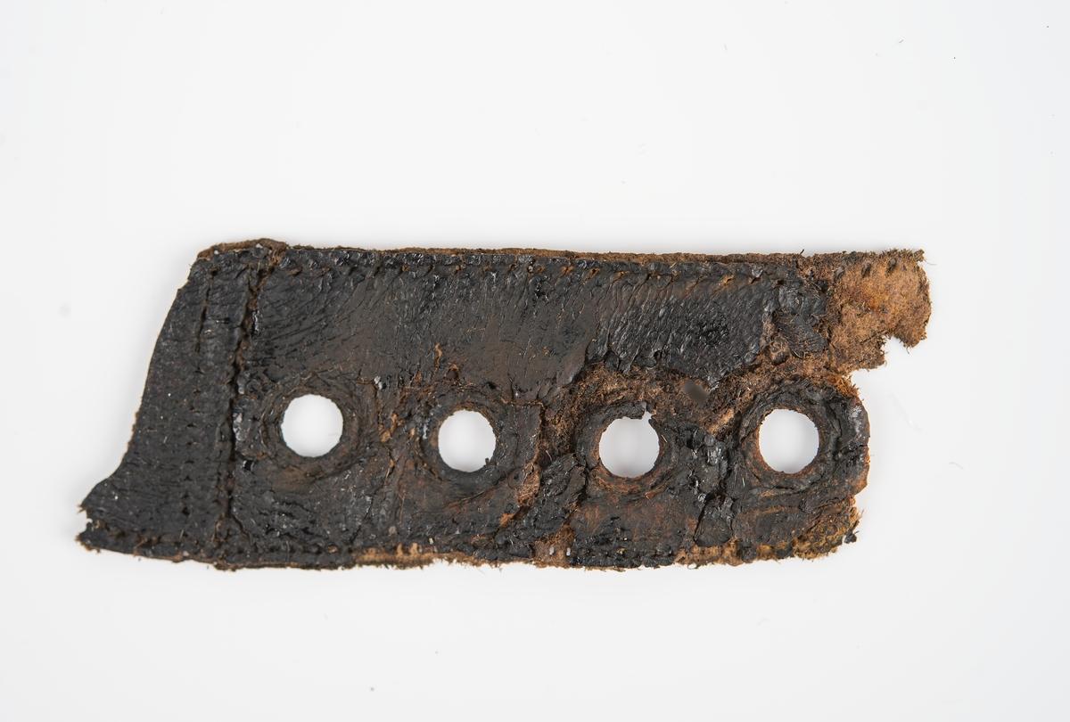 Rem-, läder, fragment.