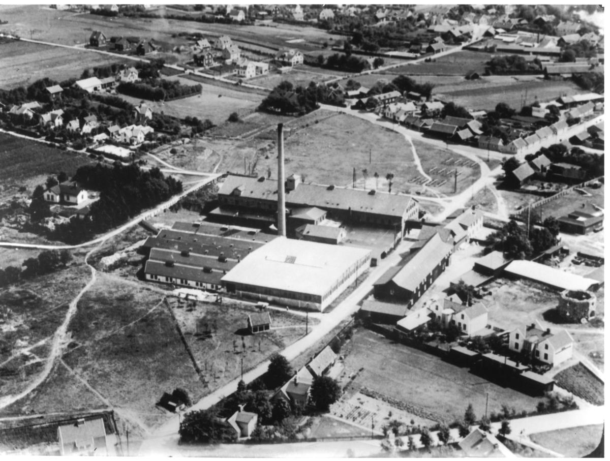 Flygfoto över D Lundgrens läderfabrik.