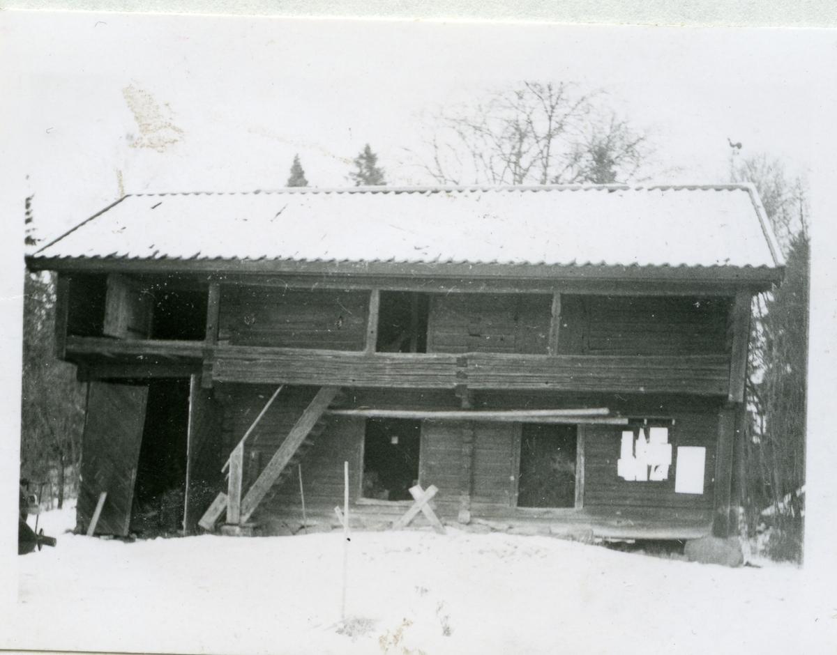 Odensvi sn, Köping. Komministergården, loftbod.