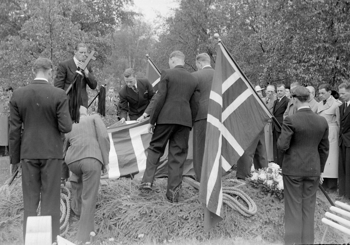 Begravelsen til falne soldater fra Gratangen på Lademoen kirkegård