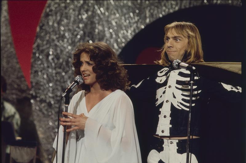 Inger Lise Rypdal og Jahn Teigen  under Melodi Grand Prix, 1976. Foto: Svein Boye Andersen.