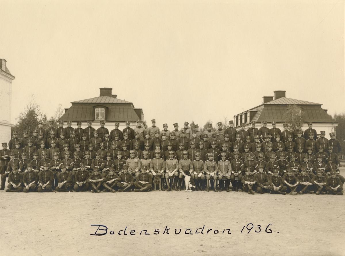"Text i fotoalbum: ""Bodensskvadron 1936""."