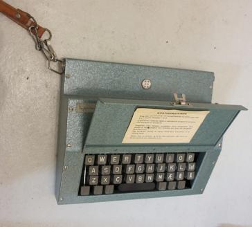 Samtaleapparat for kommunikasjon med punkt og vanlig skrift (Foto/Photo)