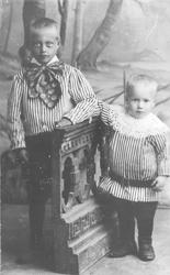 Portrett av Albert og Sverre Samuelsen