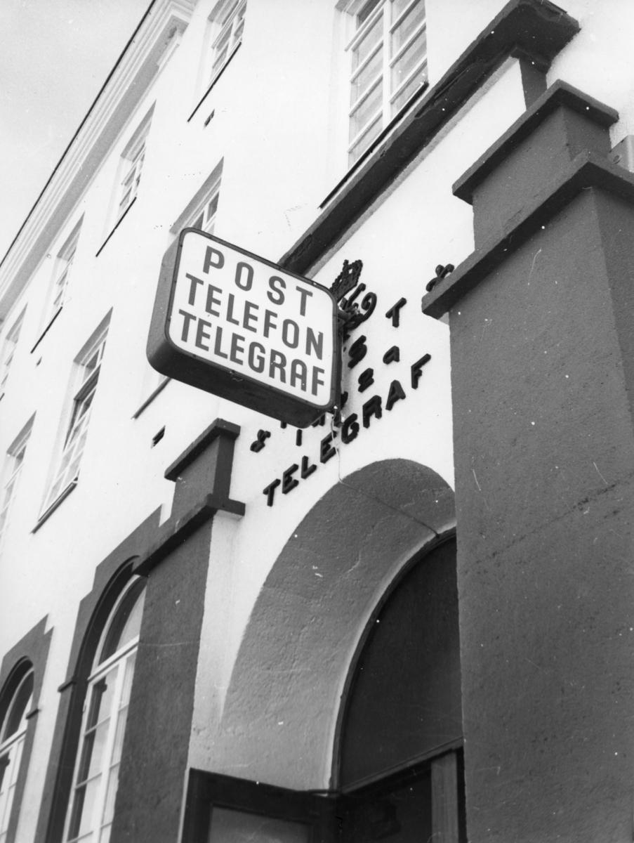 Postskilt. Post. Telefon. Telegraf.