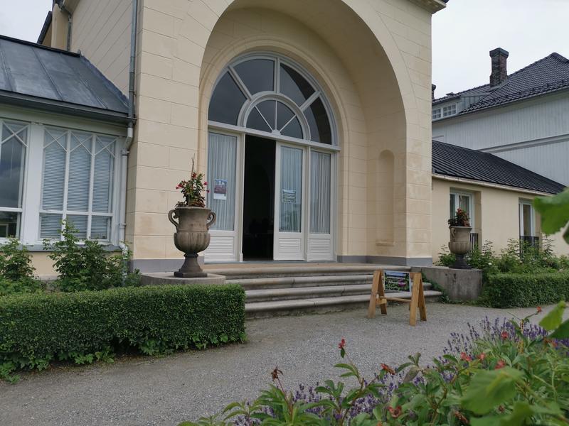 Inngang museumbutikken på hagesiden (Foto/Photo)