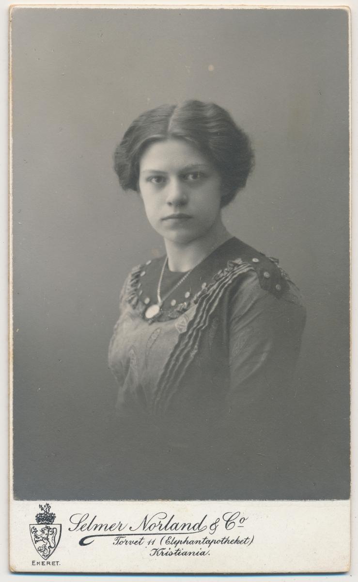 Portrett av ung kvinne, Sofie Skallerud