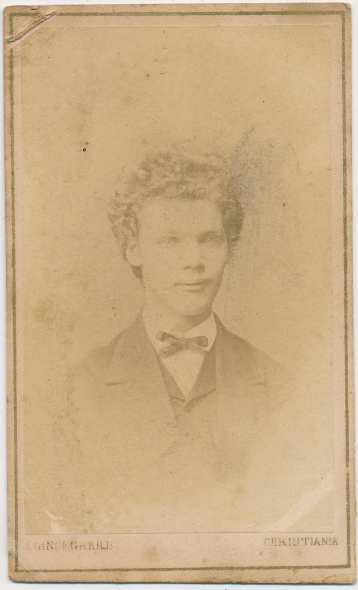 Portrett av ung mann, ukjent.