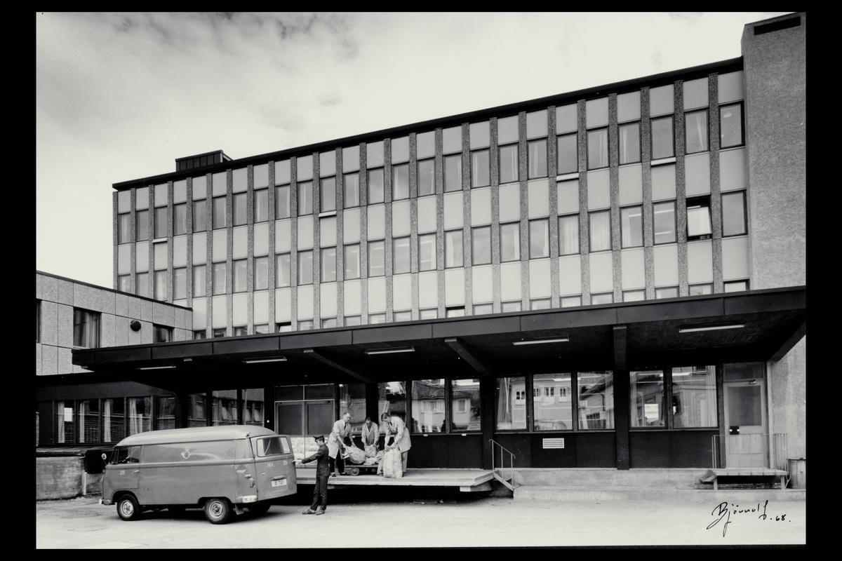 eksteriør, postkontor, 1600 Fredrikstad, postbil, postsekker, personale