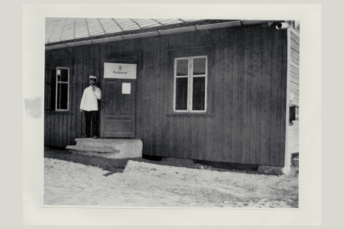 eksteriør, feltpostkontor nr.11, Værnes, feltpostmester, postkasse, postskilt,