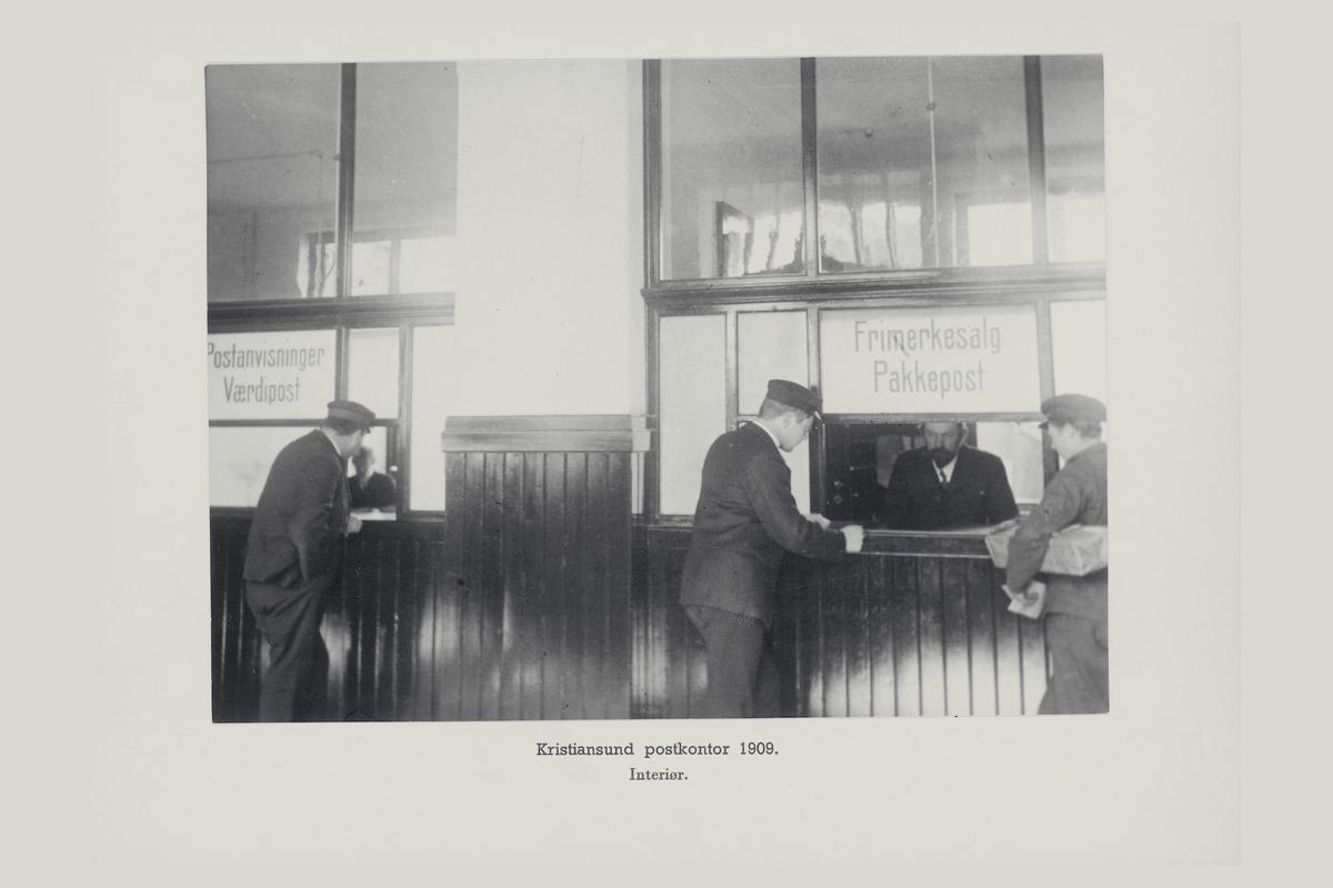 interiør, postkontor, 6500 Kristiansund N, publikumshall, kunder, ekspeditør