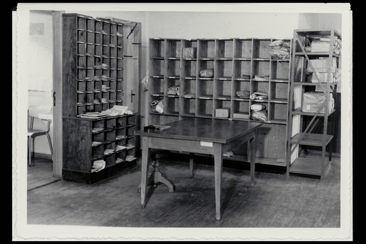 interiør, postkontor, 6700 Måløy, sortering, pakker, brev