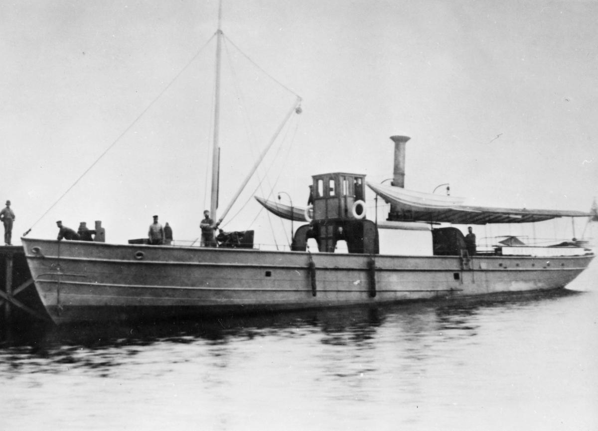 transport båt, eksteriør, Randsfjorden, Harald Haarfagre ved kai, 5 menn