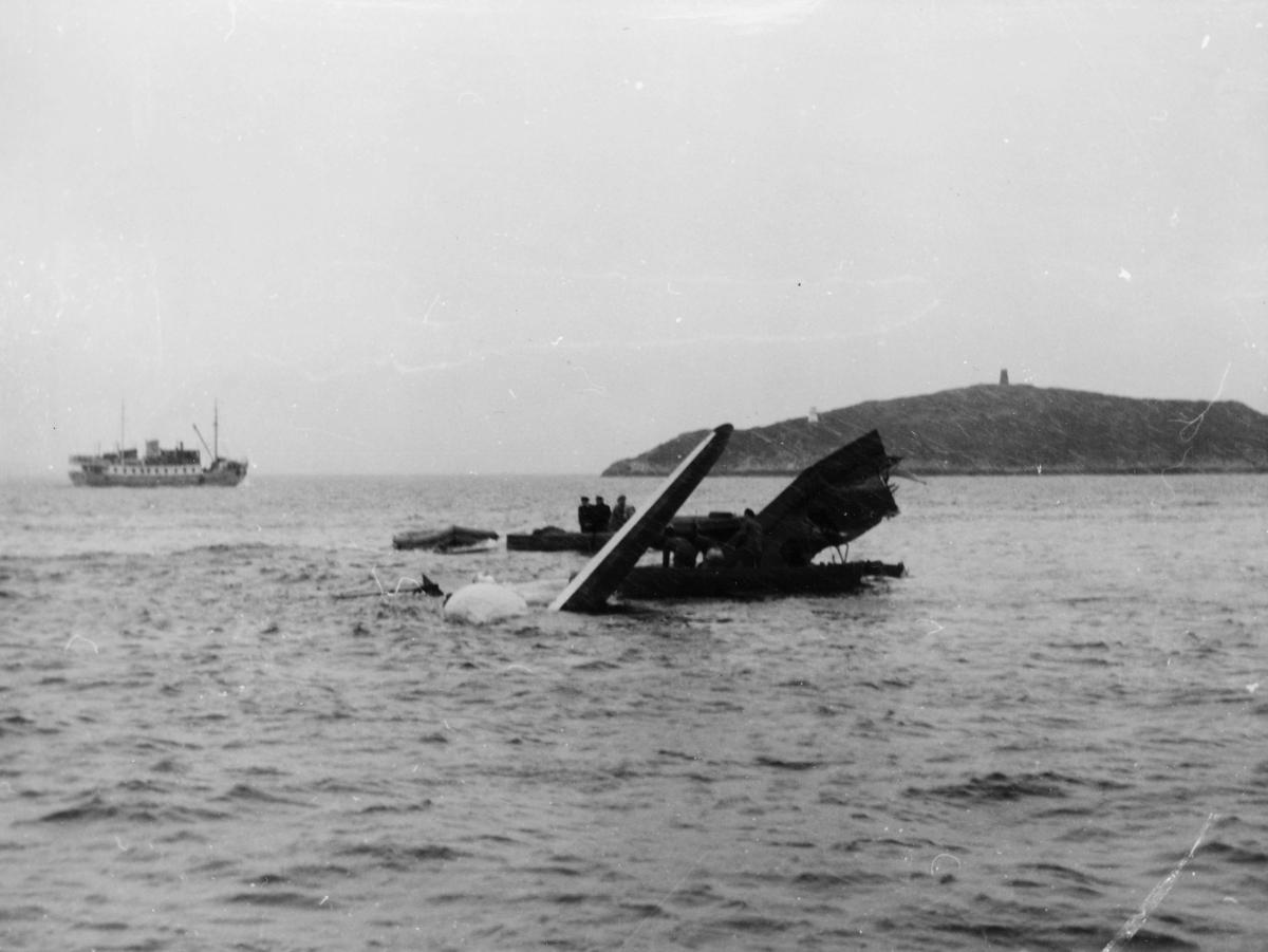 transport, fly, eksteriør, Harstad, sjøfly Bamse Brakar, havari, på vann
