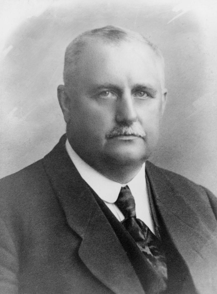 portrett, postmester, Johannes Raaum