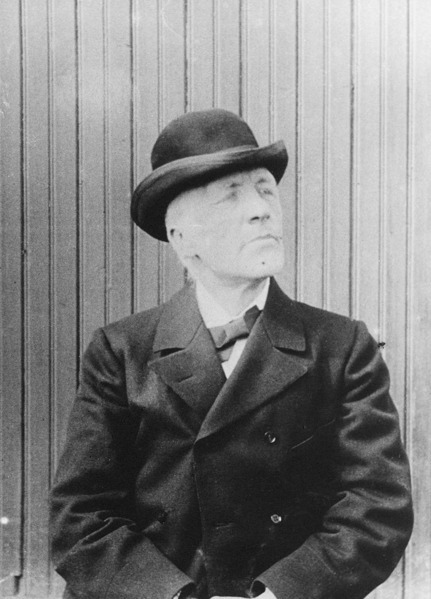 postmester, telegrafekspeditør, Wisdahl John Johnsen, portrett