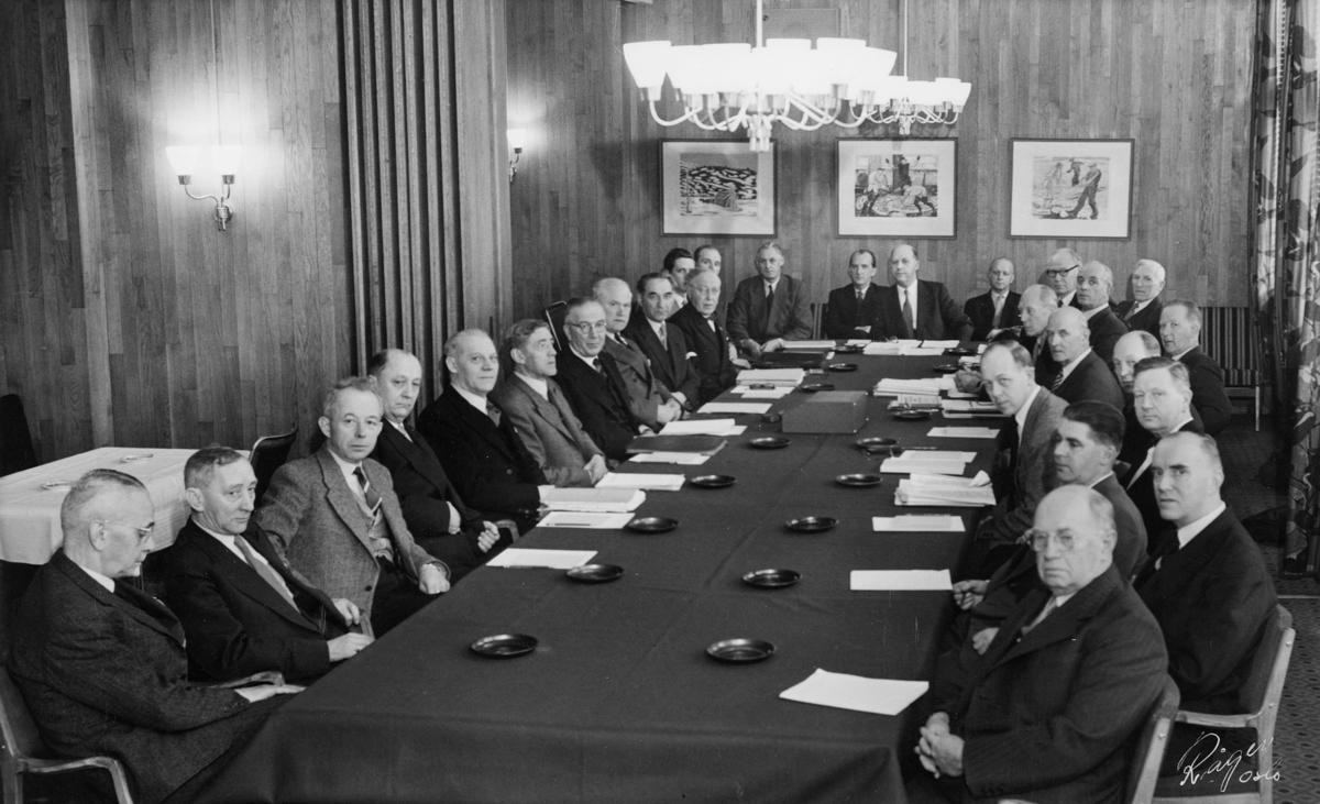 gruppebilde, distriktssjefmøte, Oslo, 12.-14. mars 1956