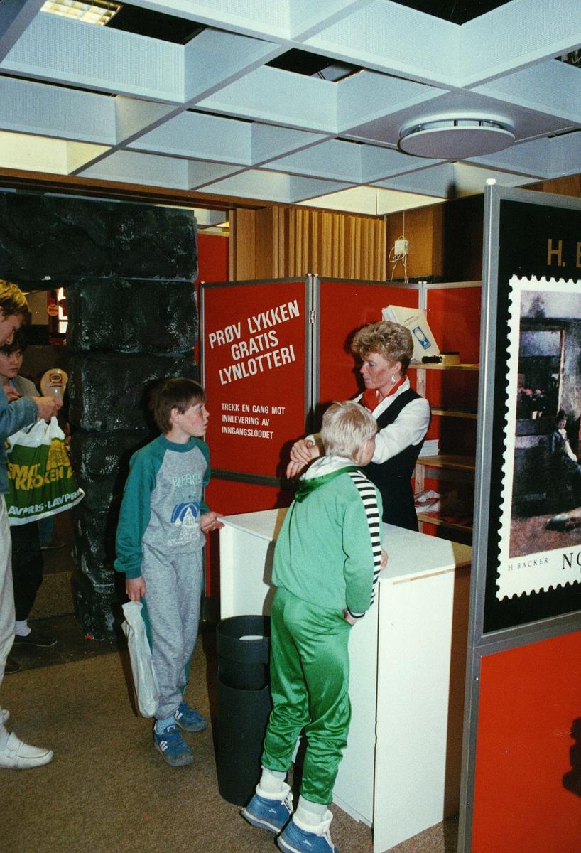 frimerkets dag, Oslo Rådhus, lotteri, kvinne, barn