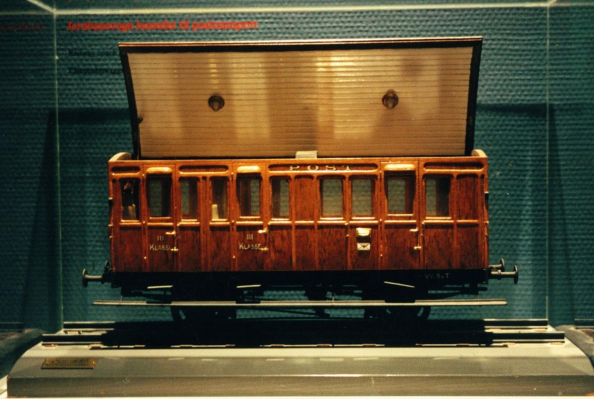 Postmuseet, utstilling, modelljernbanevogn innredet til posttransport