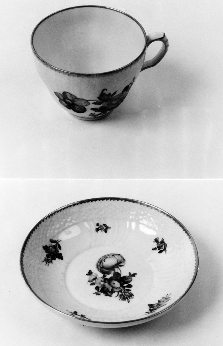 A: Kopp;  B: Skål Kopp og skål som A 00836 A-B, men dek forskj. i detaljene